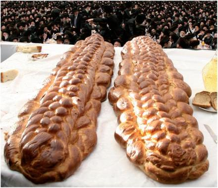 """להקריב שתי הלחם לה' – """"לחם מן השמים"""" עם """"לחם מן הארץ"""""""